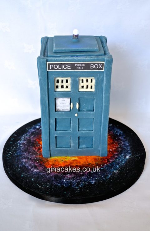 Dr Who 3d Tardis cake